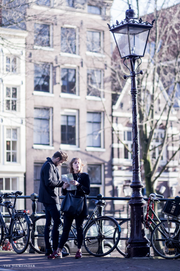 tourists amsterdam street photography | ©THE VIEWFINDER