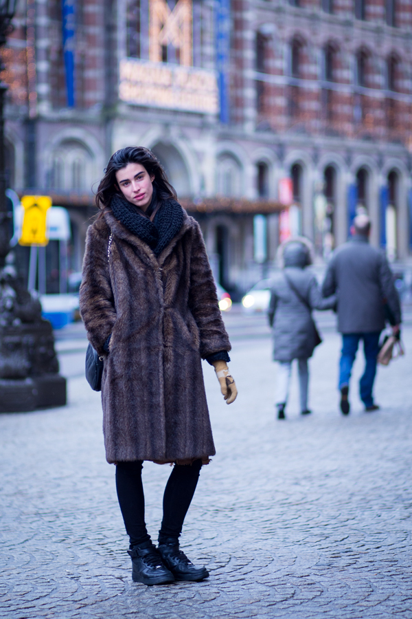 brown fur coat street style amsterdam women | ©THE VIEWFINDER