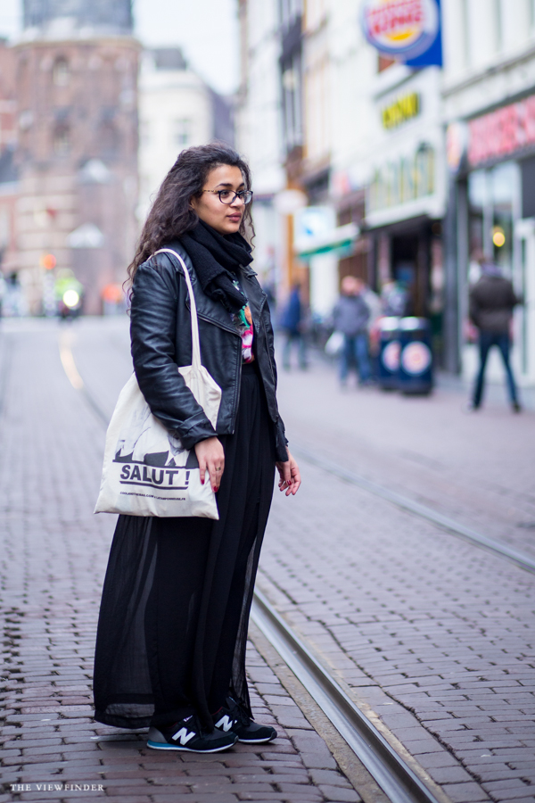 street style amsterdam maxi skirt canvas bag women | ©THE VIEWFINDER-4657