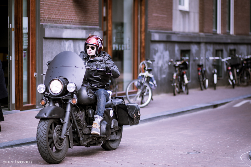 all black harley davidson street photography amsterdam | ©THE VIEWFINDER-7556
