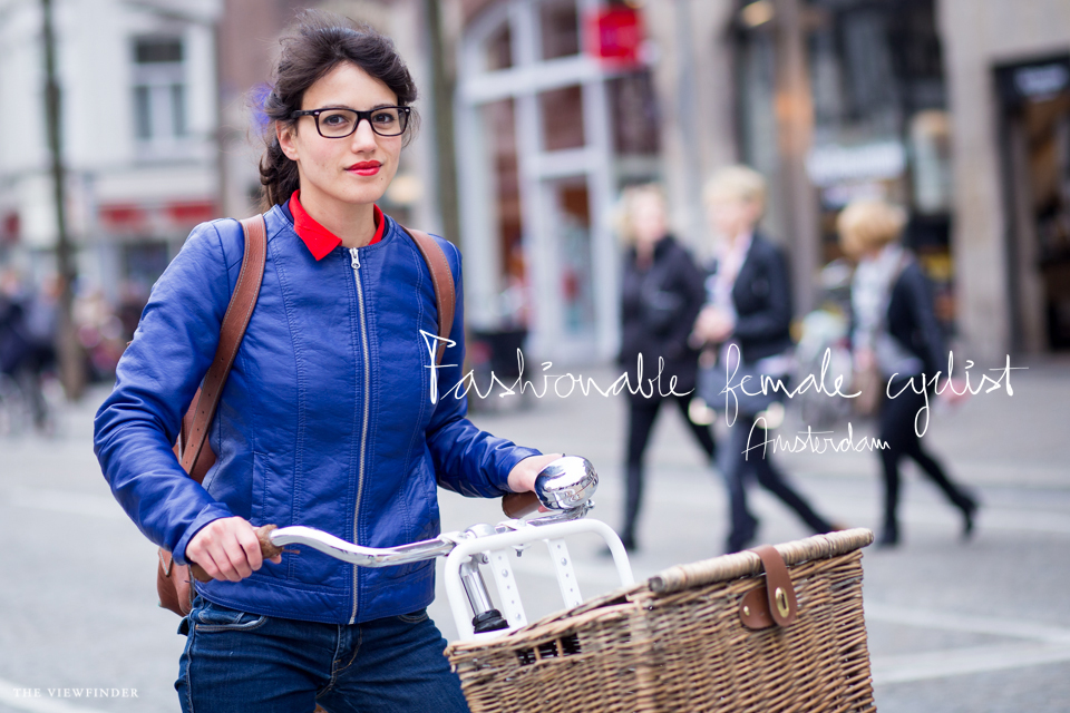 fashionable female cyclist street style amsterdam fashion | ©THE VIEWFINDER-6642 title