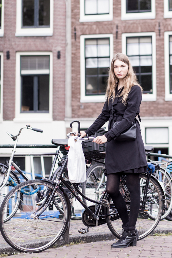 black look street style women amsterdam | ©THE VIEWFINDER-2678
